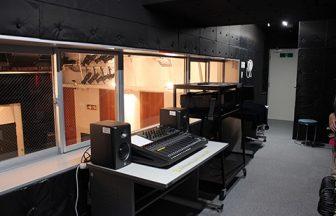 23区内 音響調整室